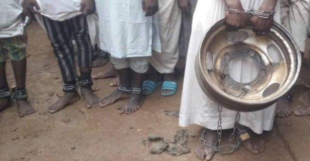 Policía de Nigeria libre de 500 personas, la mayoría niños: encadenado y torturado en una escuela coránica