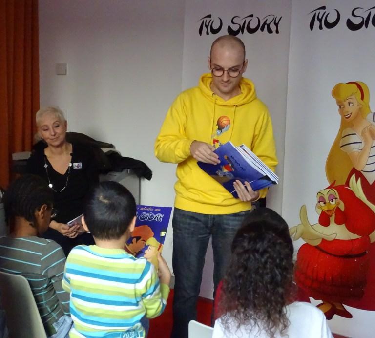 La remise des cahiers ludo-pédagogiques remis à chaque enfant