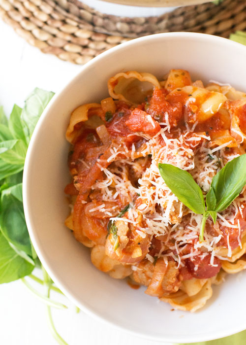 holly-cooks-sausage-and-tomato-pasta-detail