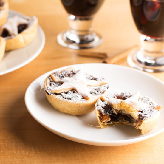 holly-cooks-mince-pies-eaten-into-550