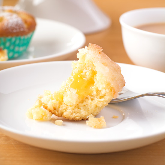 Holly-cooks-coconut-and-lemon-drizzle-and-apple-and-prune-cupcakes-lemon-cupcake-gooey-inside550