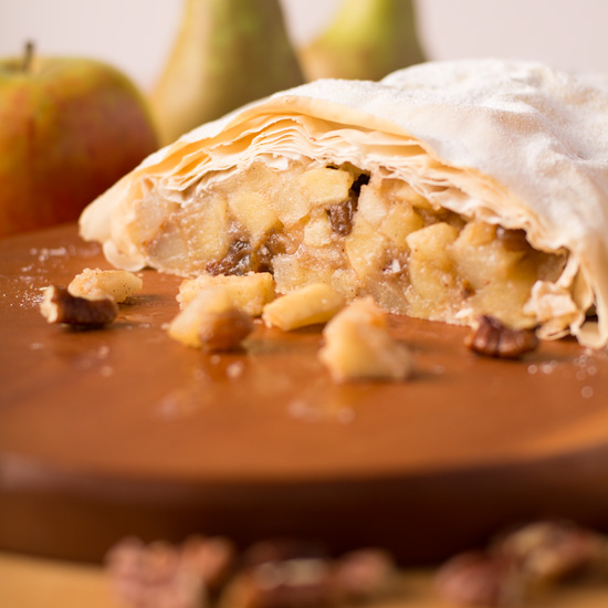 Holly-Cooks-Pear-and-pecan-strudel-cut-open550FG