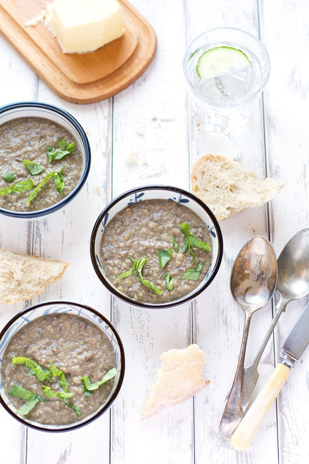Spiced coconut and green lentil soup