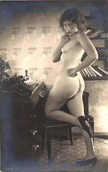 Underwood. Nude Standing. Typewriter Museum