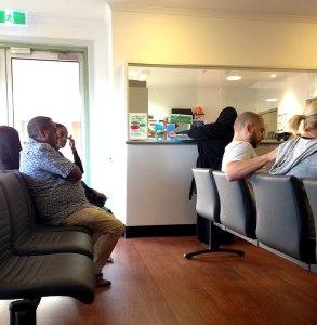 Предродовые осмотры проводятся в учреждении, которое называется Antenatal Clinic. Это ресепшн и комната ожидания.
