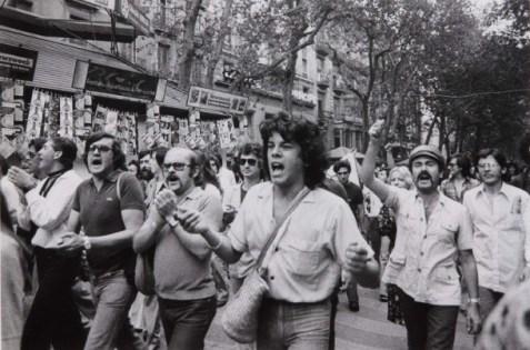 Marcha del Orgullo en las Ramblas de Barcelona 1977.Fot. Colita (Isabel Steva Hernández).
