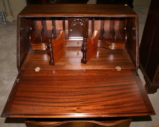 Mahogany Governor Winthrop Desk