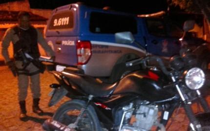 PM recuperou veículo em trevo que liga Ubatã a Ibirapitanga (Foto: Ubatã Notícias)