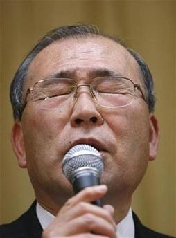 Atsutoshi Nishida compungido por perder contra Sony :P