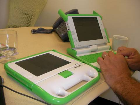 olpc_xo_laptop_1