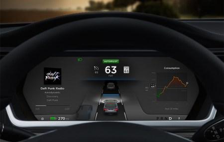 Piloto automático de Tesla mostrando la via y otros autos.