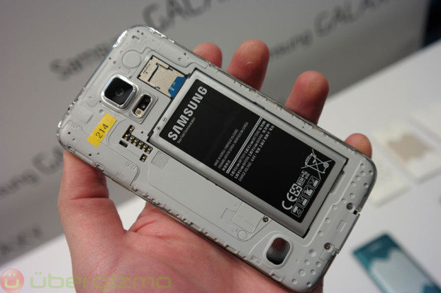https://i2.wp.com/www.ubergizmo.com/wp-content/uploads/2014/02/galaxy-s5-preview-mwc2014-27-640x426.jpg?resize=640%2C426