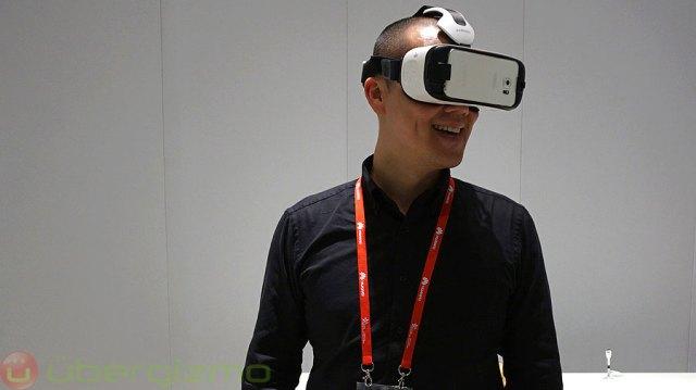 Ubergizmo co-founder Hubert Nguyen trying Gear VR for S6