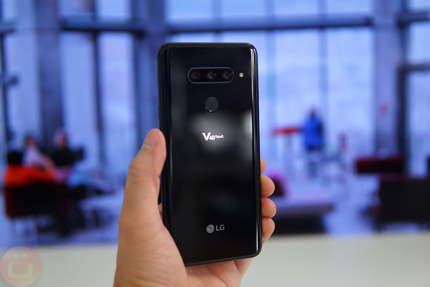 LG V40 ThinQ Review | Ubergizmo