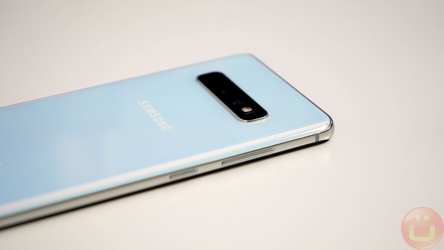 Samsung Galaxy S10 Review | Ubergizmo