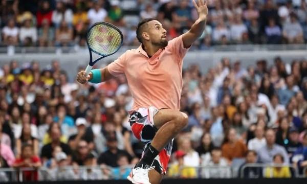 """Kyrgios vince e imita Nadal. Poi ammette: """"Ora non penso a vincere uno Slam"""""""