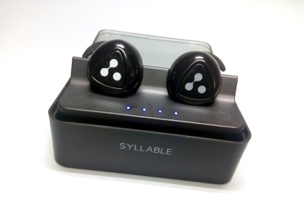 Syllable d900, mini auriculares bluetooth que se mueven contigo