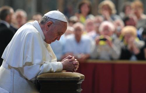 البابا ينهي رياضته الروحية ويعود إلى الفاتيكان!