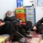 البطريركان يونان وافرام في مخيم للاجئين يستمعان الى شرح للواقع خلال زيارتهما لإقليم كردستان العراق.