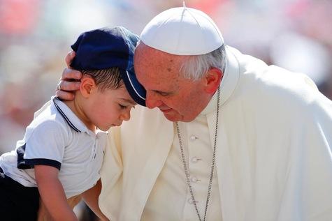 البابا: لا لإخراج الأطفال الذين يبكون من الكنيسة