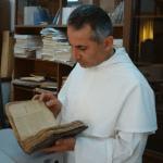 كهنة يعملون لإنقاذ المخطوطات التراثية المسيحية