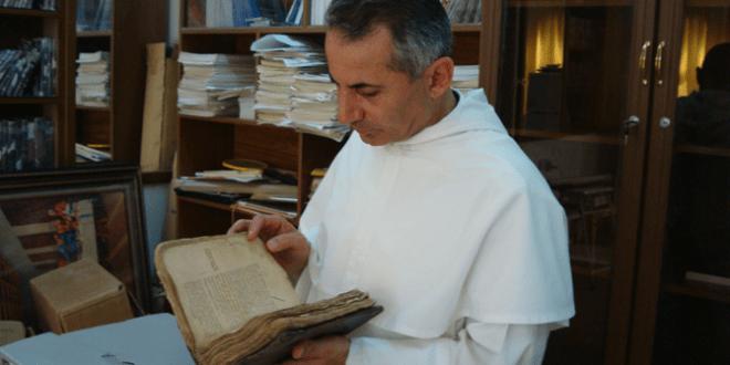"""كهنة يعملون لإنقاذ المخطوطات التراثية المسيحية من أيدي """"داعش"""""""