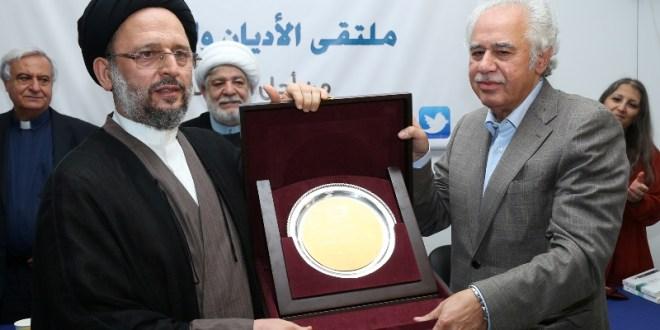 ملتقى الأديان كرم عبد الحسين شعبان لصدور كتابه عن المسيحيين العرب. فضل الله: لإنشاء جبهة قيم لمواجهة ظواهر العنف