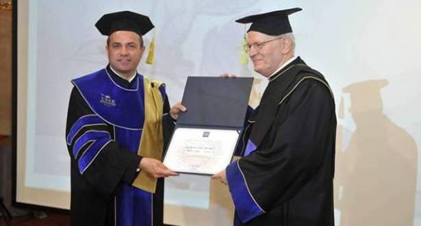 منح الكاردينال بيتر إردو دكتوراه فخرية تأكيد التضامن بين الكنائس والجامعات