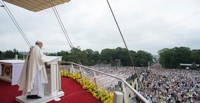 البابا فرنسيس: لنجعلنَّ من الإيمان أسلوبًا لحياتنا، ولنسعى لعيشه في خدمة الإخوة