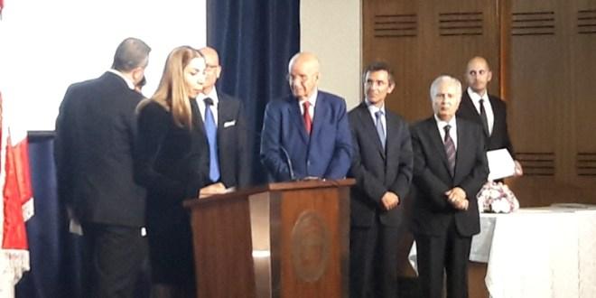 توزيع شهادات مشاركة في أوبرا عنترة وعبلا في اللبنانية الدولية