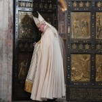 البابا فرنسيس يختتم يوبيل الرحمة ويغلق الباب المقدّس في بازيليك القديس بطرس