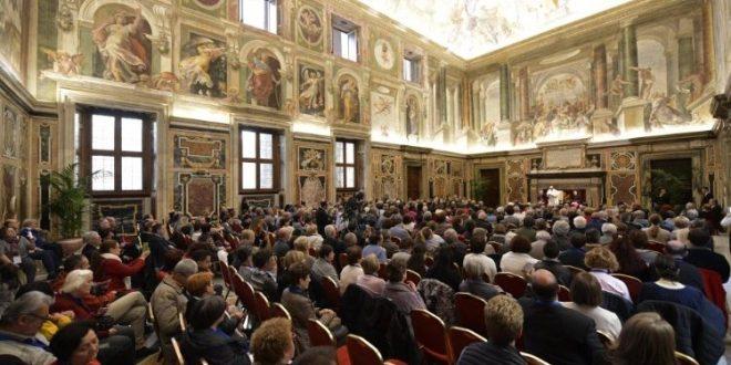 البابا فرنسيس يستقبل أعضاء الحركة الرسولية للمكفوفين