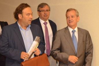 Los directores del curso, Adán Nieto y Juan Carlos López, y el fiscal jefe de Ciudad Real, Jesús Caballero Klink, de izquierda a derecha.