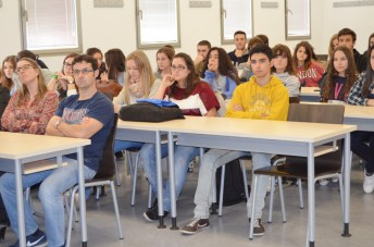 Algunos de los alumnos y profesores asistentes al acto