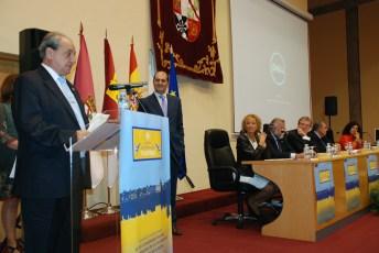 Eloy Muro recogió la mención de honor en representación del personal de administración servicios (PAS)