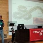 El profesor Antonio Mas explica diferentes conceptos sobre el virus del ébola