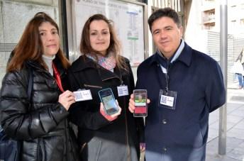 Nieves Lajara (centro), junto a los profesores Gloria Bueno y Jesús Salido