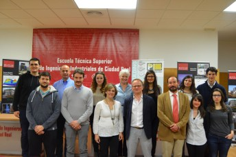 Foto de grupo junto a los representantes de la Asociación Europea de Pulvimetalurgia (EPMA)
