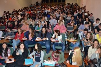 Alumnos asistentes a la primera conferencia del ciclo