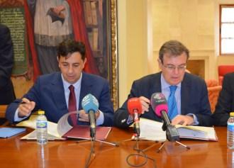 Juan Carlos Morán y Miguel Ángel Collado firman el convenio