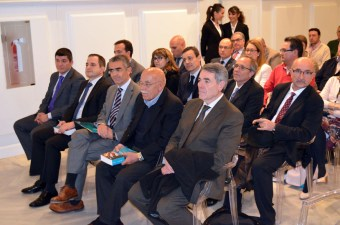 El profesor Sebastián Castillo asistió a la presentación de la obra en Alcázar de San Juan