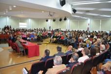 El Aula Magna de la Facultad de Letras se llenó para escuchar a Padura