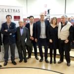 Desde la izquierda, Dionisio Cañas, Matías Barchino, Corredor Matheos, el diputado David Triguero, Manuel Juliá, Ángela Vallvey, José Luis Morales y Rafael Morales
