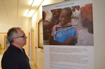 Cada imagen se complementa con un texto alusivo a los derechos de los niños