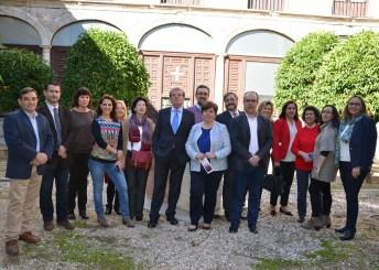 El rector con el equipo de la Biblioteca Universitaria