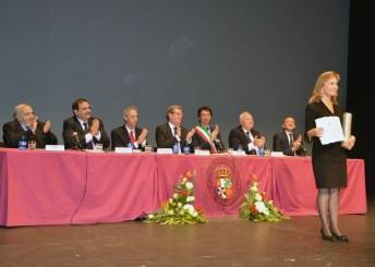 Gina Abou Fadel recogió el galardón en nombre de la Escuela de Traductores e Intérpretes de Beirut