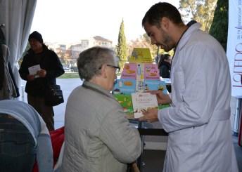 El visitante recibe información y recomendaciones para un estilo de vida más saludable