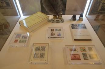 Se centra en las emisiones españolas desde los primeros sellos de 1850 hasta los más contemporáneos