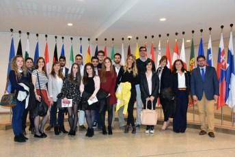 Profesores y estudiantes en el Parlamento Europeo en Bruselas