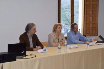 La vicerrectora de Cultura, Deporte y Extensión Universitaria, María Ángeles Zurilla, inauguró el curso
